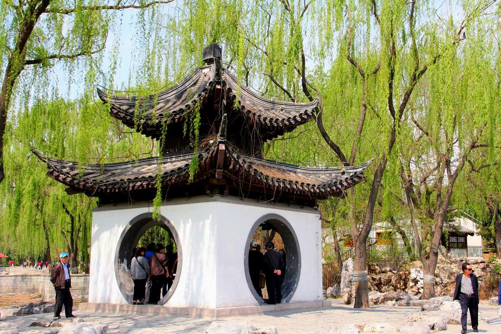 陶然亭公园位于北京市南二环陶然桥西北侧,全园总面积56.