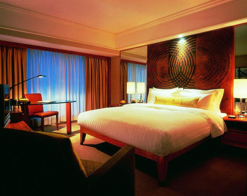 北京东方君悦大酒店是由凯悦酒店集团管理的豪华酒店,位于北京市中心地带著名的北京东长安街,坐落在长安街上的标志性商务建筑群。毗邻历史悠久的王府井步行商业街。从酒店出发步行数分钟即达天安门广场和故宫。