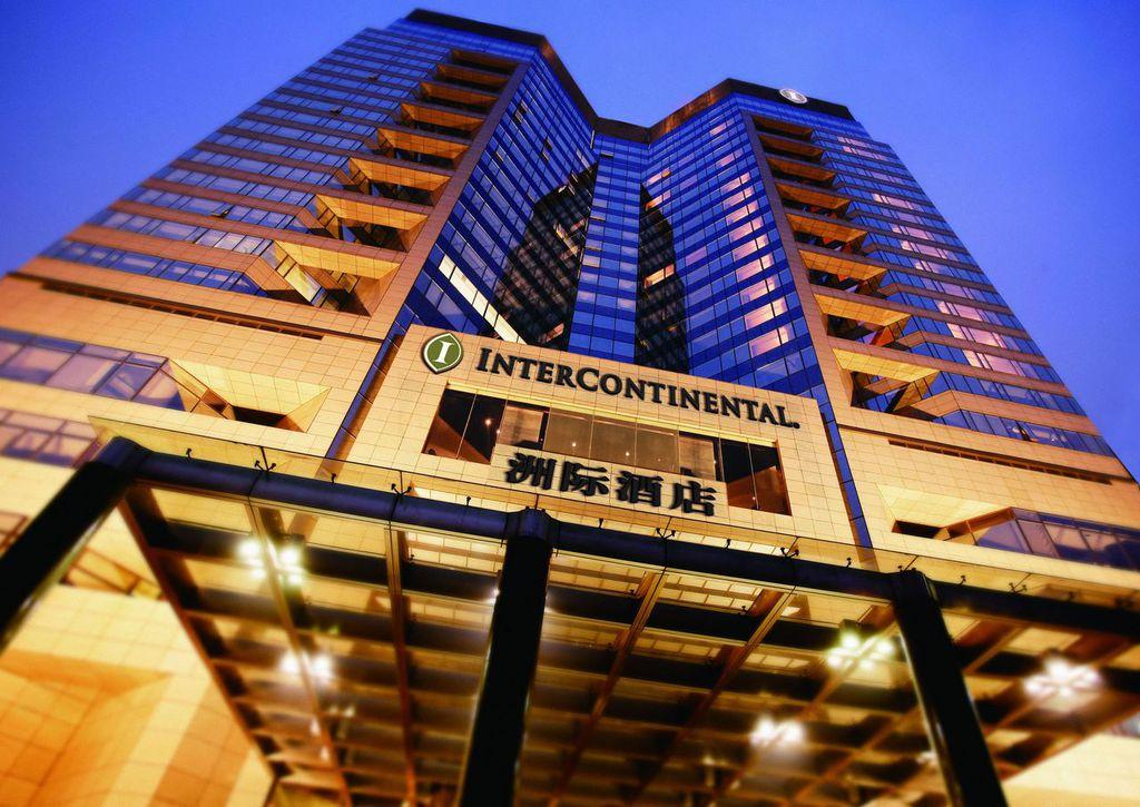 北京金融街洲际酒店是著名商务区西侧的第一家国际性豪华酒店。 壮观的18层楼中庭、风格现代的设计、传统中国艺术和优越的位置使之卓而不群、备受推崇。 酒店距天安门广场、中央政府办公区、连卡佛和金融街购物中心仅数分钟路程。<BR/>